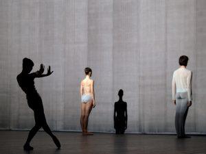 Yumiko Takeshima, Sofiane Sylve, Raphaël Coumes-Marquet - The Grey Area - Dutch National Ballet - photo © Deen van Meer