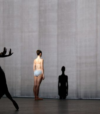 Yumiko Takeshima, Sofiane Sylve, Raphaël Coumes-Marquet - The Grey Area - Dutch National Ballet - photo © Deen van Meer