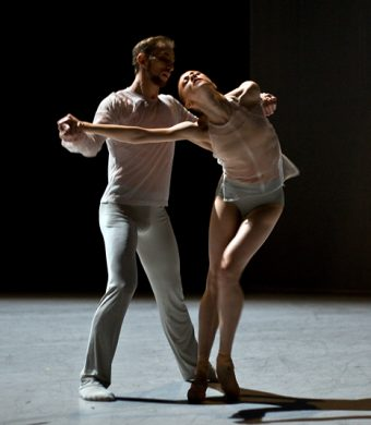Oleg Klymyuk, Natalia Sologub - The Grey Area - Semperoper Ballett - photo © Costin Radu