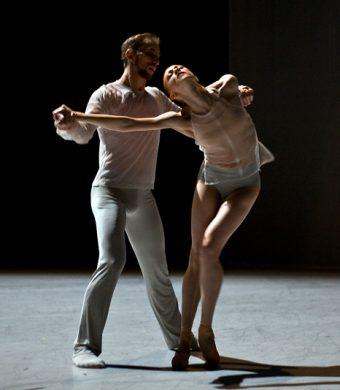 Oleg Klymyuk, Natalia Sologub - The Grey Area - Semperoper Ballett - photo © Costin Radu