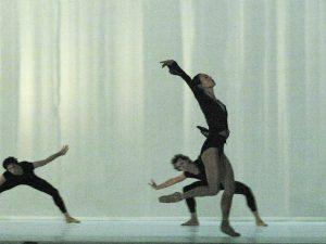 Raphaël Coumes-Marquet, Jahn Magnus Johansen, Yumiko Takeshima - Morning Ground - Dutch National Ballet - photo © Joris-Jan Bos
