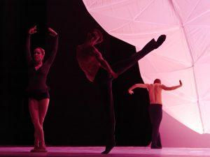 Eugenie Skilnand, Philip Currell, Andreas Heise - dancingmadlybackwards - The Norwegian National Ballet - photo © Costin Radu
