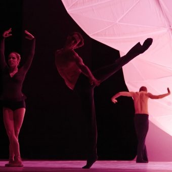 Eugenie Skilnand, Philip Currell, Andreas Heise - dancingmadlybackwards - The Norwegian National Ballet - photo © Costin Radu